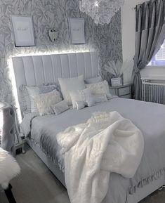 Fancy Bedroom, Grey Bedroom Decor, Bedroom Decor For Teen Girls, Room Design Bedroom, Stylish Bedroom, Modern Bedroom Design, Room Ideas Bedroom, Minimalist Room, Aesthetic Room Decor