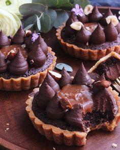 A kávés-mogyorós-sós karamellás pite receptje a blogon, link a profilomban! ❤️#mutimiteszel #mutimitsütsz #mik #mik_gasztro #instahun #ikozosseg #izboltiz #tart #pie #dessert #pastry #chocolate #frangipane #hazelnut #espresso #caramel #saltedcaramel #cremeux #feedfeed #f52grams #foodvsco #foodstagram #instafood #instapic #foodphotography #foodblog #blogger #foodblogger #ilovebaking
