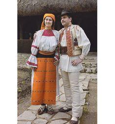 Valea Ariesului, Transilvania Costumes Around The World, Folk Clothing, India, Folk Costume, Ethnic Fashion, Romania, Textiles, African, The Incredibles