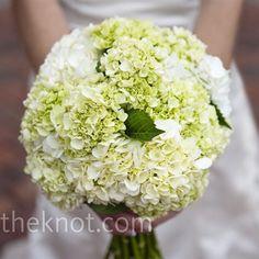 beautiful hydrangea bouquet! I like them for bridesmaids!