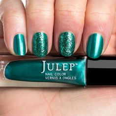 Julep Nail Vernis in Angelina (with Esmerelda in the middle)