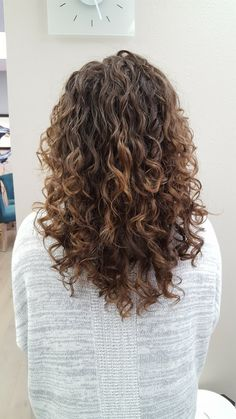 Love this V shape cut. Curly Hair Tips, Long Curly Hair, Curly Hair Styles, Wavy Hair, Poofy Hair, Permed Hairstyles, Hair Today, Dyed Hair, Hair Inspiration