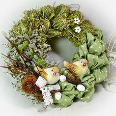 Easter wreath - Two cvrlikálci / Sanvitalka dealer goods Easter Wreaths, Christmas Wreaths, Ester Decoration, Handmade Christmas Decorations, Holiday Decor, Decoupage Box, Gift Store, Summer Wreath, Diy Wreath