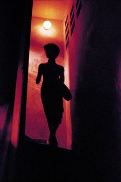 """possible reference for Molly returning home at night? (from Wong Kar Wai's """"In the Mood for Love"""""""