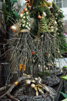 Simple and simple Christmas decorations outdoors; Home decor; - Simple and simple Christmas decorations outdoors; Home decor; Natural Christmas, Rustic Christmas, Simple Christmas, Winter Christmas, Christmas Home, Christmas Wreaths, Christmas Ornaments, Centerpiece Christmas, Christmas Planters