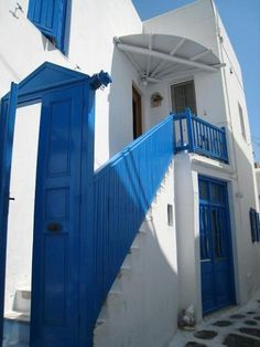 i would seriously give anything to move there right now. my dream is to live in greece for a few years <3