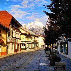St. Johann in Tirol am Morgen – Bild des Monats im Oktober 2020 St Johann In Tirol, Wilder Kaiser, Mansions, House Styles, Gadgets, Blog, Morning Pics, Places, Creative