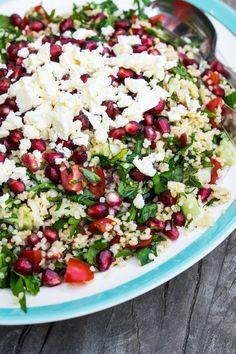 Summer salad with bulgur, pomegranate, feta, parsley and mint - Stinna - Vegetars . Salad Menu, Salad Dishes, Easy Salads, Summer Salads, Feta, Crab Stuffed Avocado, Cottage Cheese Salad, Seafood Salad, Roasted Vegetables