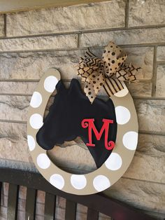 Horseshoe door hanger by on Etsy Painted Doors, Wooden Doors, Wooden Signs, Custom Woodworking, Woodworking Projects Plans, Cnc Projects, Burlap Door Hangers, Wooden Cutouts, Horseshoe Crafts