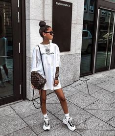 trendy spring outfits for your street style ideas 55 Mode Outfits, Casual Outfits, Fashion Outfits, Womens Fashion, Petite Fashion, Fashion Killa, Look Fashion, Socks Outfit, Tshirt Dress Outfit