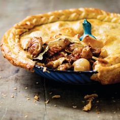 beef shin pie Beef-and-beer pie with slow-roasted cipollini onions Ale Pie, Steak And Ale, Beef Pies, Slow Roast, Pie Recipes, Yummy Recipes, Dinner Recipes, Tray Bakes, Pret A Manger