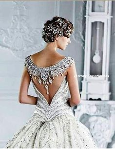 I love the bavk of this dress...inspirstion. Pansy & Perle