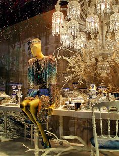 "19078- Christmas window display 2009 Paris store ""Le Printemps"""