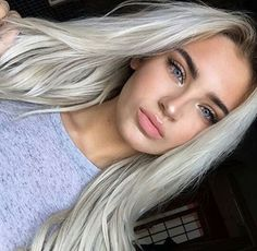 Newest Screen silver Hair Makeup Style Dyeing flowing hair are often a good impulsive determination, so if you are anything at all such as Grey Hair Looks, Tumbrl Girls, Make Up Inspiration, Grey Wig, Brown Blonde Hair, Bleach Blonde Hair, Silky Hair, Soft Hair, Grunge Hair