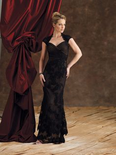 Sheath/Column Floor-length Sweetheart Lace Black Mother of the Bride Dress at Millybridal.com