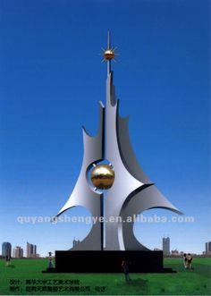 Escultura hecha a base de hierro representa el arte moderno. Autora Antonia Goncalves