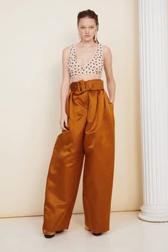 Rosie Assoulin Fall 2020 Ready-to-Wear Fashion Show - Vogue 2020 Fashion Trends, Fashion Brands, Fashion Designers, Vogue Paris, Backstage, Versace Fashion, Halter Mini Dress, Vogue Russia, Models
