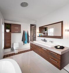 Vanité de salle de bain en mélamine. Diy Bathroom Vanity, Small Bathroom, Bathroom Remodeling, Bathroom Design Layout, Wardrobe Design, Beautiful Bathrooms, Bathtub, House Design, Home Decor