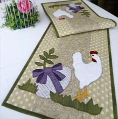 Easter table runner from :www.lapp-elisa.com