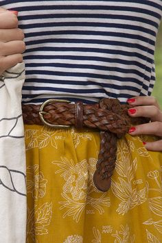 Navy and white striped tee, mustard skirt w/ white pattern, brown braided belt. Looks Street Style, Looks Style, Style Me, Street Style Vintage, Look Vintage, Vintage Skirt, Hipster Grunge, Look Fashion, Womens Fashion