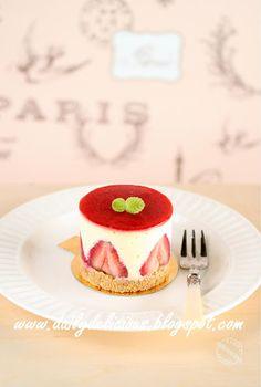 dailydelicious: Strawberry and white chocolate cheesecake: Cute li...