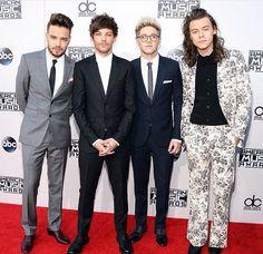 Harry's suit!!!