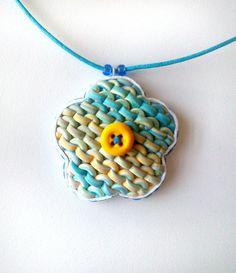 Polymer Clay Knitting Flower Pendant door SilviaOrtizDeLaTorre