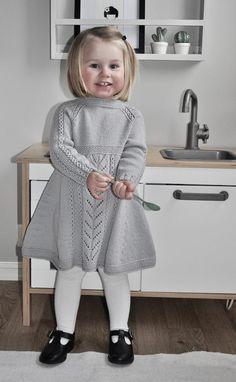 Soria Moria Kjole pattern by Wenche Steffensen – Knitting patterns, knitting designs, knitting for beginners. Girls Knitted Dress, Knit Baby Dress, Knitted Baby Clothes, Baby Cardigan, Kids Knitting Patterns, Knitting For Kids, Baby Patterns, Designer Kids Clothes, Little Girl Dresses