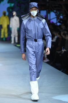 Male Fashion Trends: Safety Protection Design by SWOTO - Mercedes-Benz Fashion Week China Suit Fashion, Denim Fashion, Leather Fashion, Fashion Show, Male Fashion, Fashion Trends, Post Apocalyptic Fashion, Fashion Figures, China Fashion