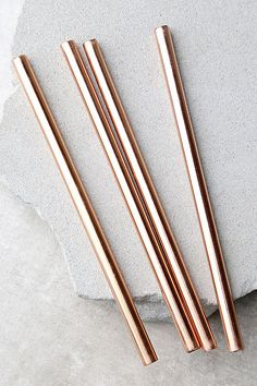 The Pineapple Co. Copper Metal Straws are exactly what your fancy cocktails need! This set features four copper-plated stainless steel straws.