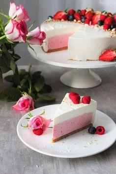 Lähinnä kakkuihin ja muuhun leipomiseen keskittyvä blogi, jossa saattaa silloin tällöin vilahtaa muutakin... Baking Recipes, Cake Recipes, Kreative Desserts, Delicious Desserts, Yummy Food, Buzzfeed Tasty, Healthy Cake, My Best Recipe, Yummy Eats