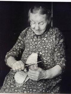 Ik zie mijn oma nog mijn boterhammekes snijden. Eerst een kruisteken met het mes in het brood en dan, een dikke of een dunne snee jongen?