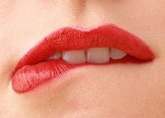 Как избавиться от сухости губ: лайфхак от команды Шарлотт Тилбери
