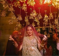 Are you looking for different styles of Phoolon Ki Chadar for your wedding? Here, find the most beautiful Phoolon Ki Chadar ideas for a bridal entry. Lilac Wedding, White Wedding Flowers, Wedding Trends, Trendy Wedding, Wedding Goals, Wedding Day, Wedding Scene, Wedding Wishes, Wedding Bride