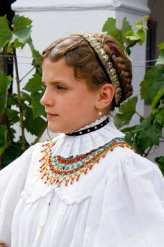 Folk Costume, Costumes, Hungarian Embroidery, Art And Architecture, Cute Hairstyles, Embroidery Patterns, Folk Art, Art Decor, Headbands