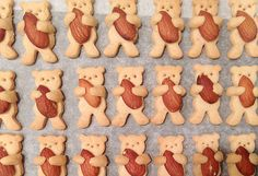 Tadı ve görüntüsü muhteşem olan kurabiye tariflerinden birisi olarak sizleri Badem ve Ayıcıklı Kurabiye ile tanıştırmak istiyoruz. Özellikle çocu..