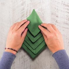 Video of How to fold Christmas tree-shaped napkins Christmas Tree Napkin Fold, Christmas Napkins, Christmas Crafts, Christmas Decorations, Xmas, Decoration Communion, Navidad Diy, Pure Products, Holiday
