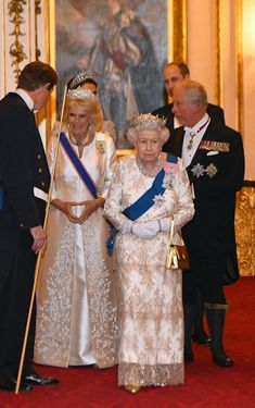 HRH Queen Elizabeth ll along with the Duke and Duchess of Cornwall and Duke and Duchess of Cambridge join members of the Diplomatic Corps at a glittering event at Buckingham Palace. Princess Kate, Princess Diana Tiara, Princesa Kate Middleton, Camilla Parker Bowles, Robert Johnson, Lady Diana Spencer, Lovers Knot Tiara, Camilla Duchess Of Cornwall, Isabel Ii