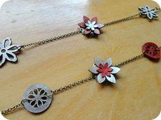 Margault: Colliers à fleurs