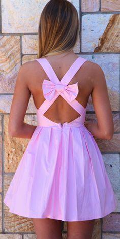 Vaaleanpunainen mekko ja selkärusetti | baby pink dress with bow on the back http://on.fb.me/1cweafr