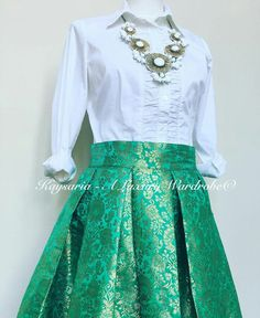 New dress green wedding emeralds Ideas Lehenga Skirt, Lehnga Dress, Brocade Lehenga, Lehenga Choli, Party Wear Indian Dresses, Indian Gowns Dresses, Wedding Dresses, Indian Designer Outfits, Designer Dresses