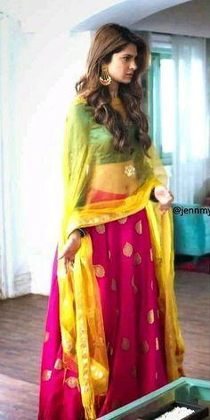 mai kyu uski mom behan ko disrespect kar hardika maina usko warning ⚠️ diya bhai na bhai na bhai ko nai samja tho samja na pada muhje Dress Indian Style, Indian Dresses, Indian Outfits, Mehendi Outfits, Indian Clothes, Indian Attire, Indian Wear, Tashan E Ishq, Designer Party Wear Dresses