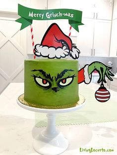 Adorable Grinch Cake Inspiration and Grinch Christmas Party Ideas! The Grinch makes an adorable Christmas party theme and this Merry Grinch-mas green Grinch cake will be the hit of your holiday celebration! Grinch Party, Grinch Christmas Party, Christmas Party Themes, Christmas Cupcakes, Noel Christmas, Christmas Birthday, Christmas Desserts, Christmas Baking, Holiday Parties