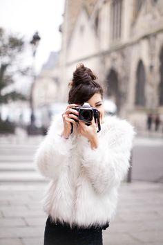 outfits for live: Abrigos de pelo blanco, street style en NYFW. Estilo Fashion, Look Fashion, Street Fashion, Fashion Beauty, Net Fashion, Paris Fashion, Fashion Models, Fashion Women, Casual Styles