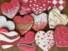 Pink and white royal icing with gold luster dust. Valentine's Day Sugar Cookies, Sugar Cookie Royal Icing, Cookie Frosting, Heart Cookies, Iced Cookies, Cute Cookies, Cupcake Cookies, Fondant Cookies, Cupcakes