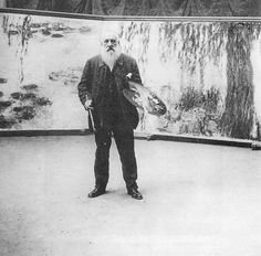 Monet posa delante de las ninfeas (http://www.retronaut.com/2013/01/photographs-of-monet-and-his-paintings) -