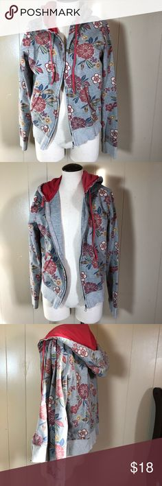 Women's small lucky brand hibiscus gray hoodie Vvguc size small. Gray floral full zip hoodie. Hibiscus pattern perfect for those cold summer nights Lucky Brand Tops