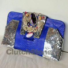 Clutch venus python skin electric blue size 17x32, suede cloth inside IDR : 1.775.000 free shipping all Indonesia