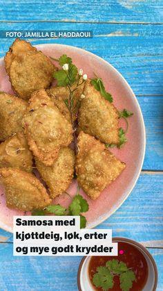 Jamilla El Haddaouis oppskrift på samosa fra programmet «Festen etter fasten» på NRK1. Frisk, Tapas, Food And Drink, Chicken, Recipes, Cilantro, Recipies, Ripped Recipes, Cooking Recipes