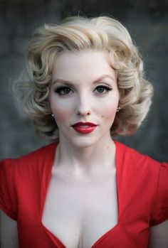 I want my hair like this! Very Marilyn!